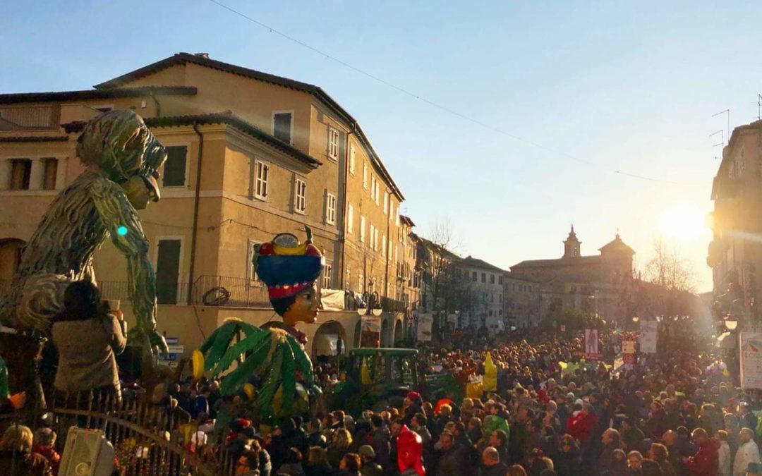 """156° Carnevalone Poggiano – Vince il carro """"La Repubblica delle banane"""""""
