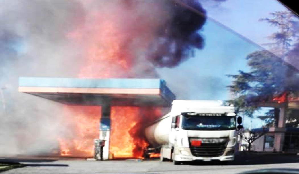 ++ INCENDIO benzinaio Salaria ++